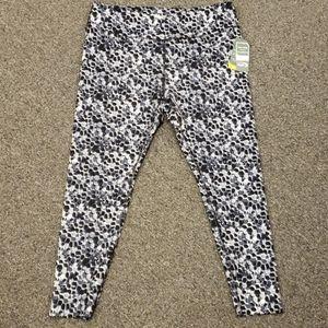 📣 NWT Women's active leggings size XL